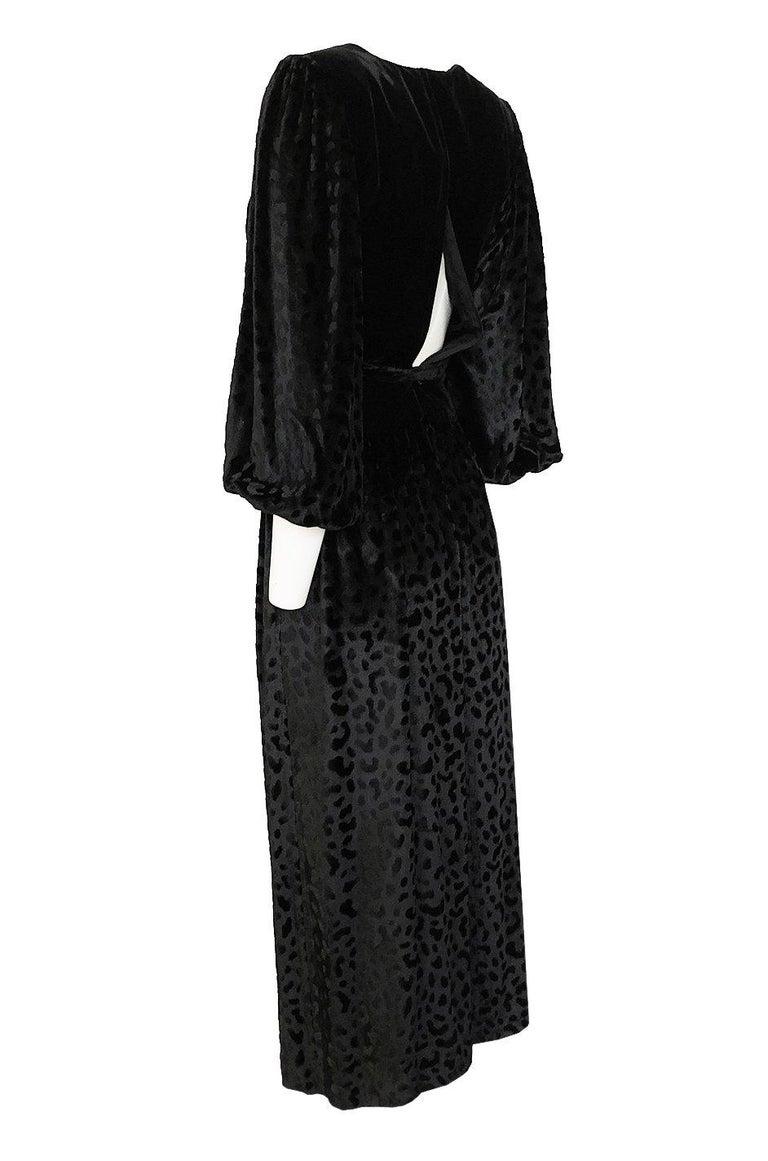Women's Fall 1986 Yves Saint Laurent Leopard Print Velvet Sweetheart Neckline Dress For Sale