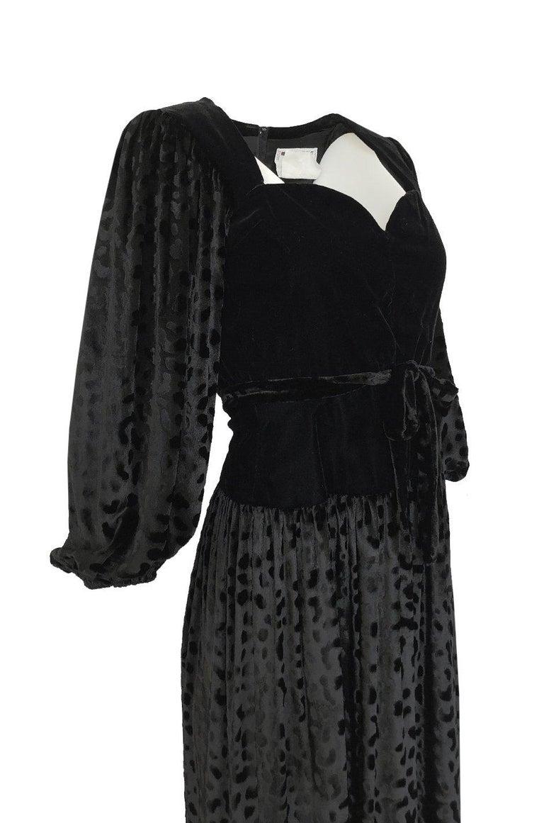 Fall 1986 Yves Saint Laurent Leopard Print Velvet Sweetheart Neckline Dress For Sale 2