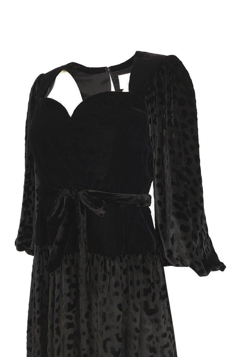 Fall 1986 Yves Saint Laurent Leopard Print Velvet Sweetheart Neckline Dress For Sale 3