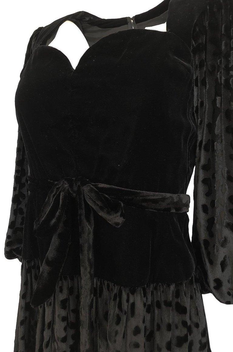 Fall 1986 Yves Saint Laurent Leopard Print Velvet Sweetheart Neckline Dress For Sale 4