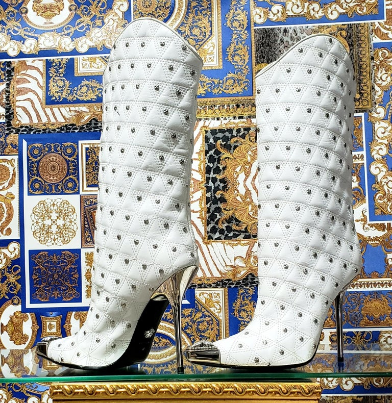 Fall/2013 L# 1 NEW VERSACE WHITE LEATHER STUDDED WESTERN STILETTO Boot 40 - 10 In New Condition For Sale In Montgomery, TX