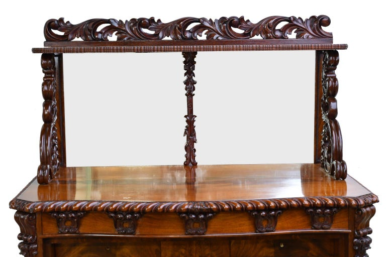 Fall-Front Desk in West Indies Mahogany Attributable to Hetsch, Denmark In Good Condition For Sale In Miami, FL