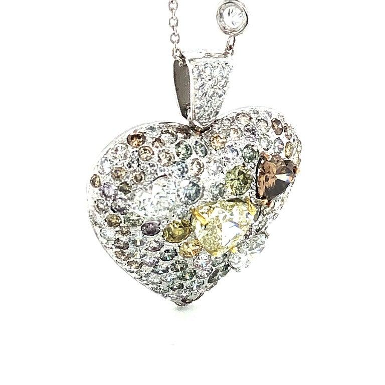 Fancy Diamond 14.95 Carat Heart Shape Pendant 18 Karat Gold For Sale 1