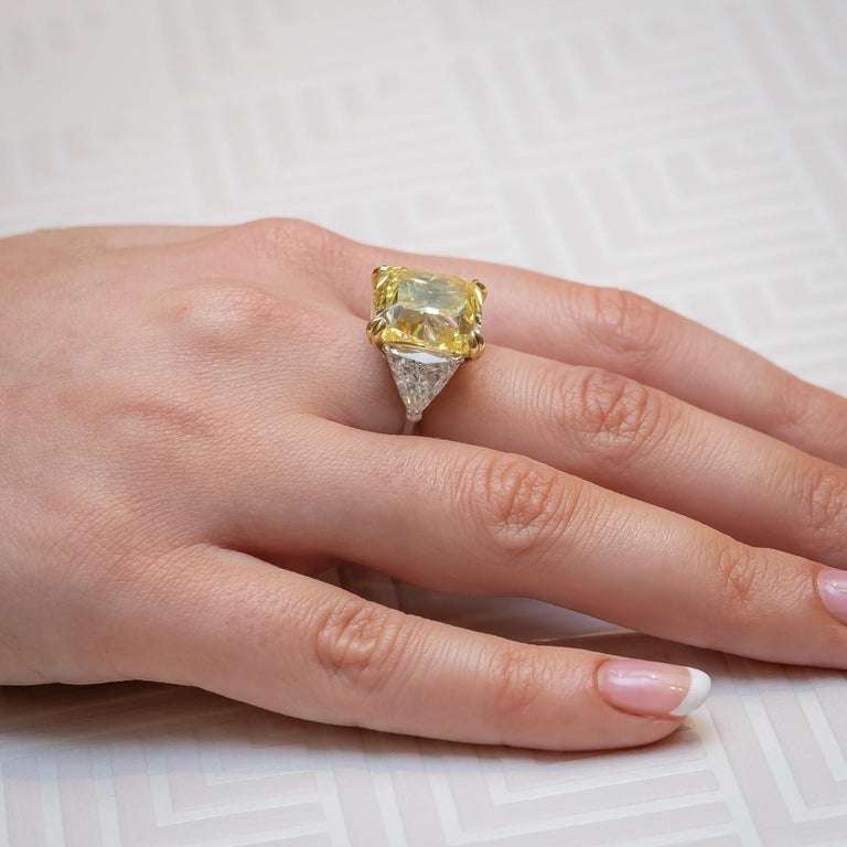 Modern Fancy Intense Yellow Diamond Ring, Platinum and Gold, 14.51 Carats For Sale