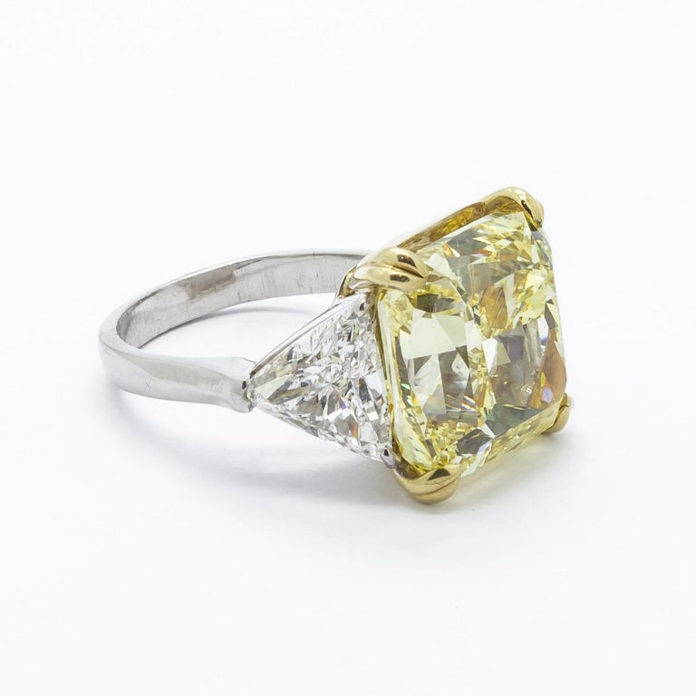 Fancy Intense Yellow Diamond Ring, Platinum and Gold, 14.51 Carats In New Condition For Sale In London, GB