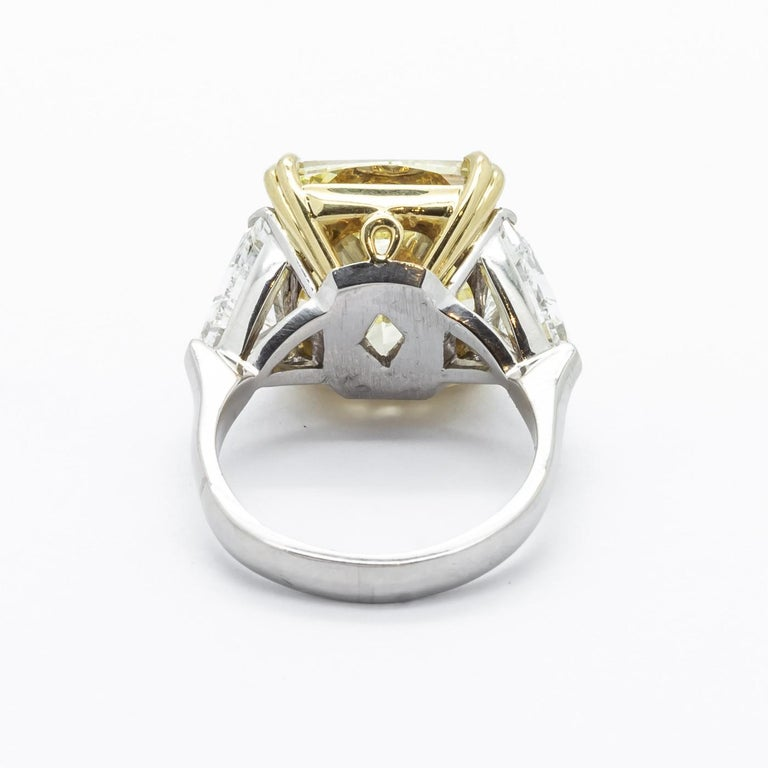 Fancy Intense Yellow Diamond Ring, Platinum and Gold, 14.51 Carats For Sale 1