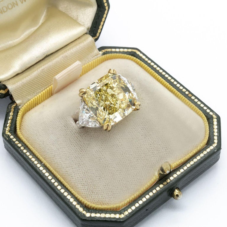 Fancy Intense Yellow Diamond Ring, Platinum and Gold, 14.51 Carats For Sale 2