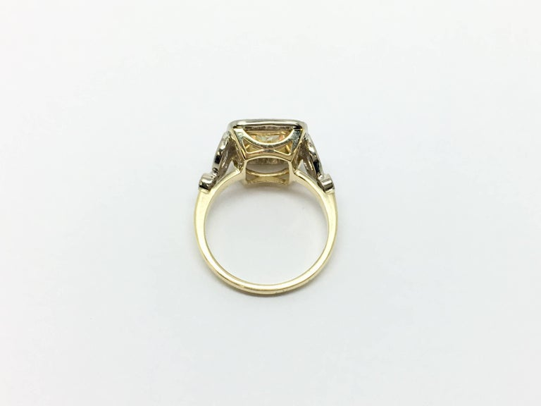 Fancy Yellow 1.66 Carat Cushion Cut Diamond Ring In Excellent Condition For Sale In Ottawa, Ontario