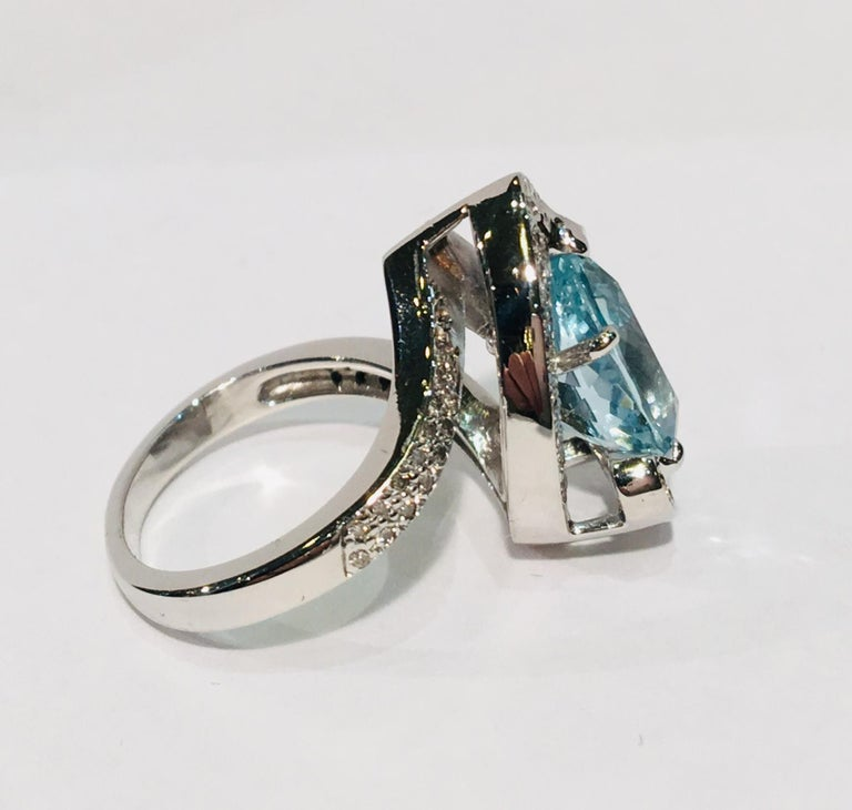 Fantastic 2.6 Carat Pear Cut Aquamarine Diamond Modern Swirl 18 Karat Ring 2