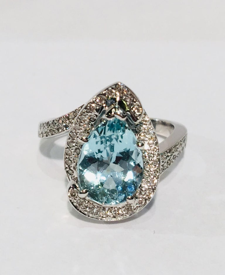 Fantastic 2.6 Carat Pear Cut Aquamarine Diamond Modern Swirl 18 Karat Ring 3