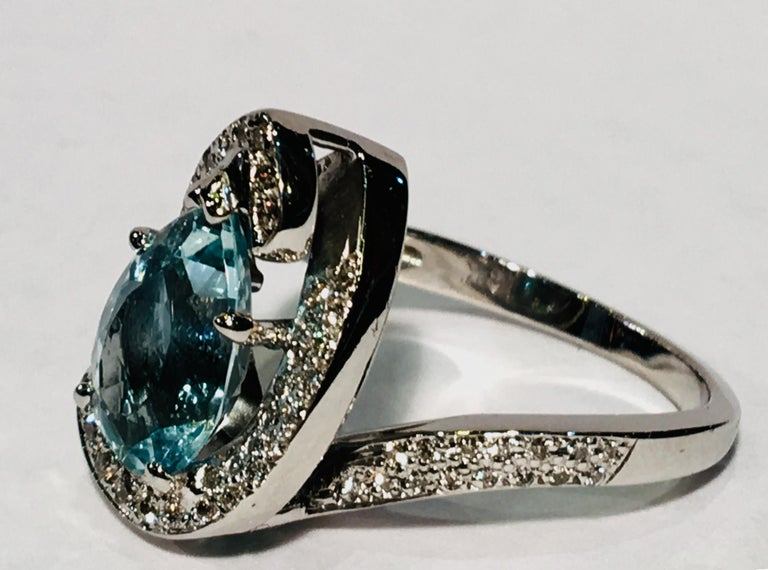 Fantastic 2.6 Carat Pear Cut Aquamarine Diamond Modern Swirl 18 Karat Ring 4