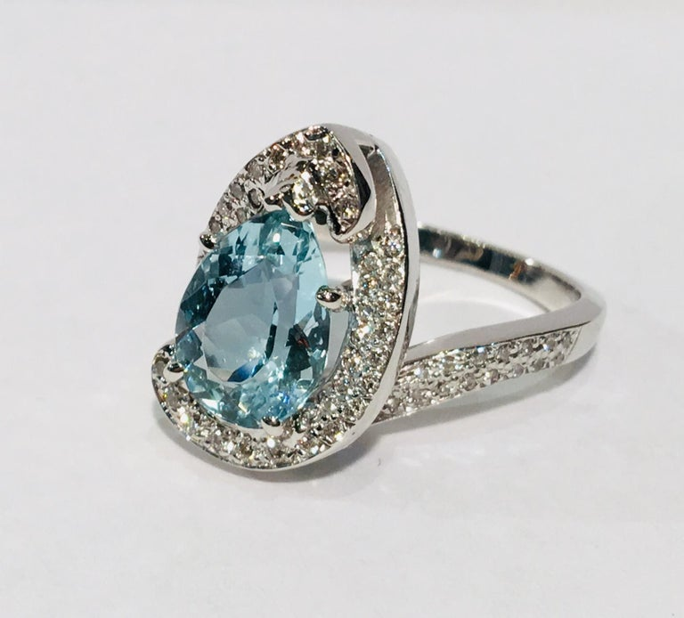 Fantastic 2.6 Carat Pear Cut Aquamarine Diamond Modern Swirl 18 Karat Ring 7