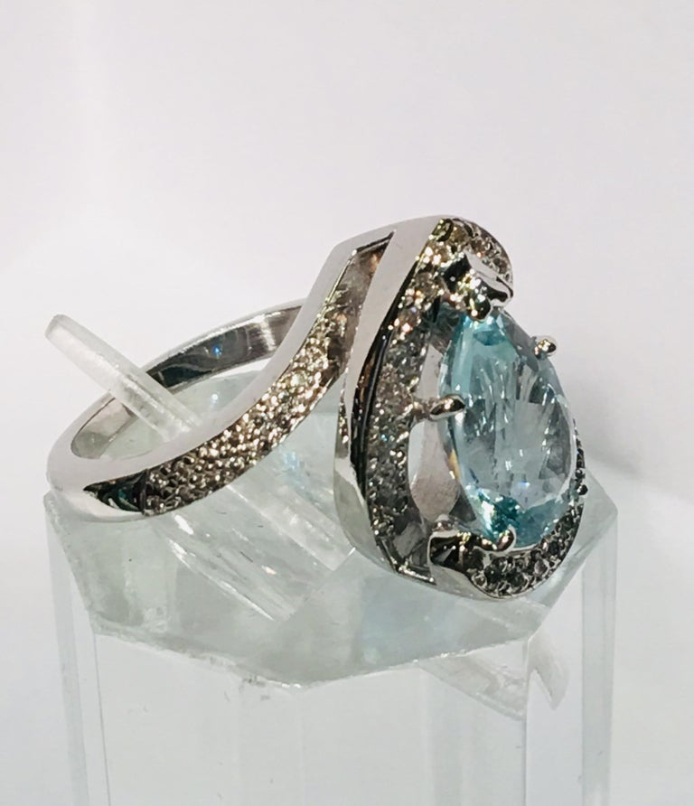 Fantastic 2.6 Carat Pear Cut Aquamarine Diamond Modern Swirl 18 Karat Ring 9