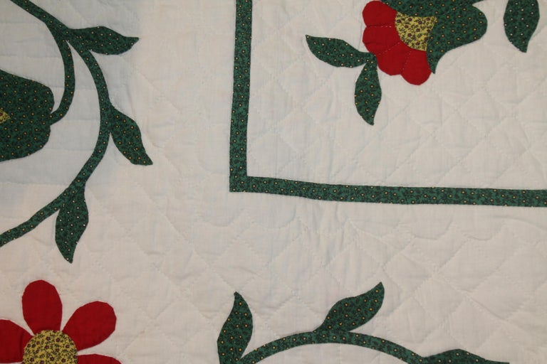 Fantastic Eagle Applique Quilt with a Swag Border In Good Condition In Los Angeles, CA
