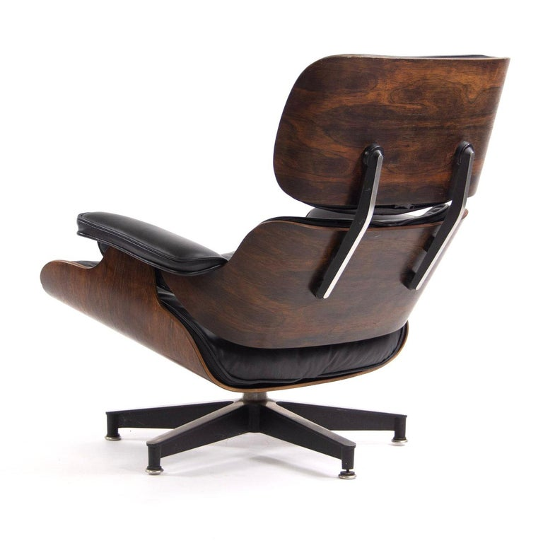 Fantastic Herman Miller Eames Lounge Chair and Ottoman In Good Condition For Sale In Brooklyn, NY