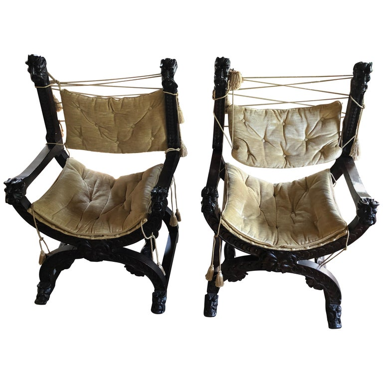 Fantastic Ornately Carved Pair of Savaranola Club Chairs Armchairs For Sale