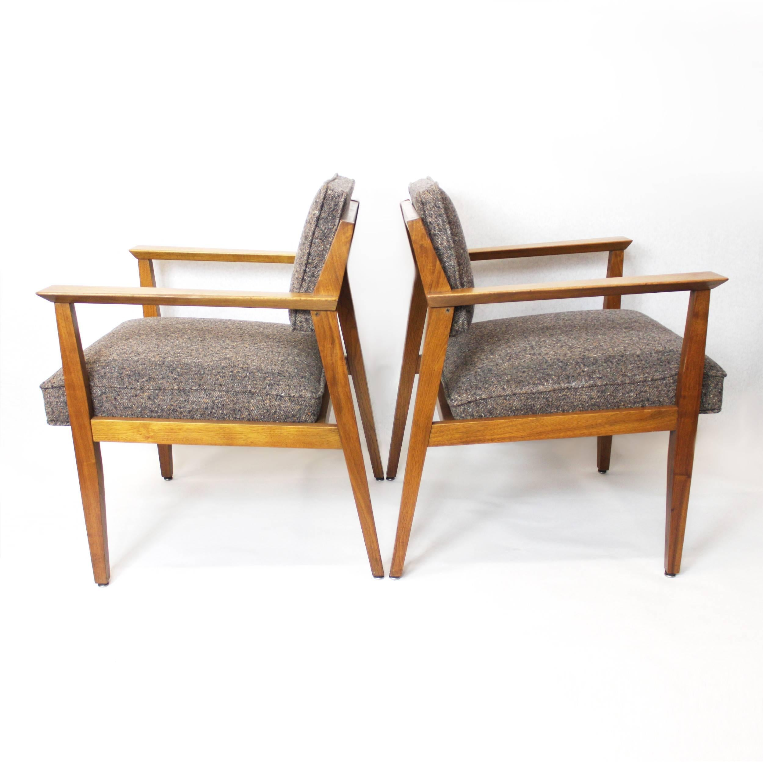 Fantastic Pair Of Mid Century Modern Walnut Lounge Chairs By Stow Davis For At 1stdibs