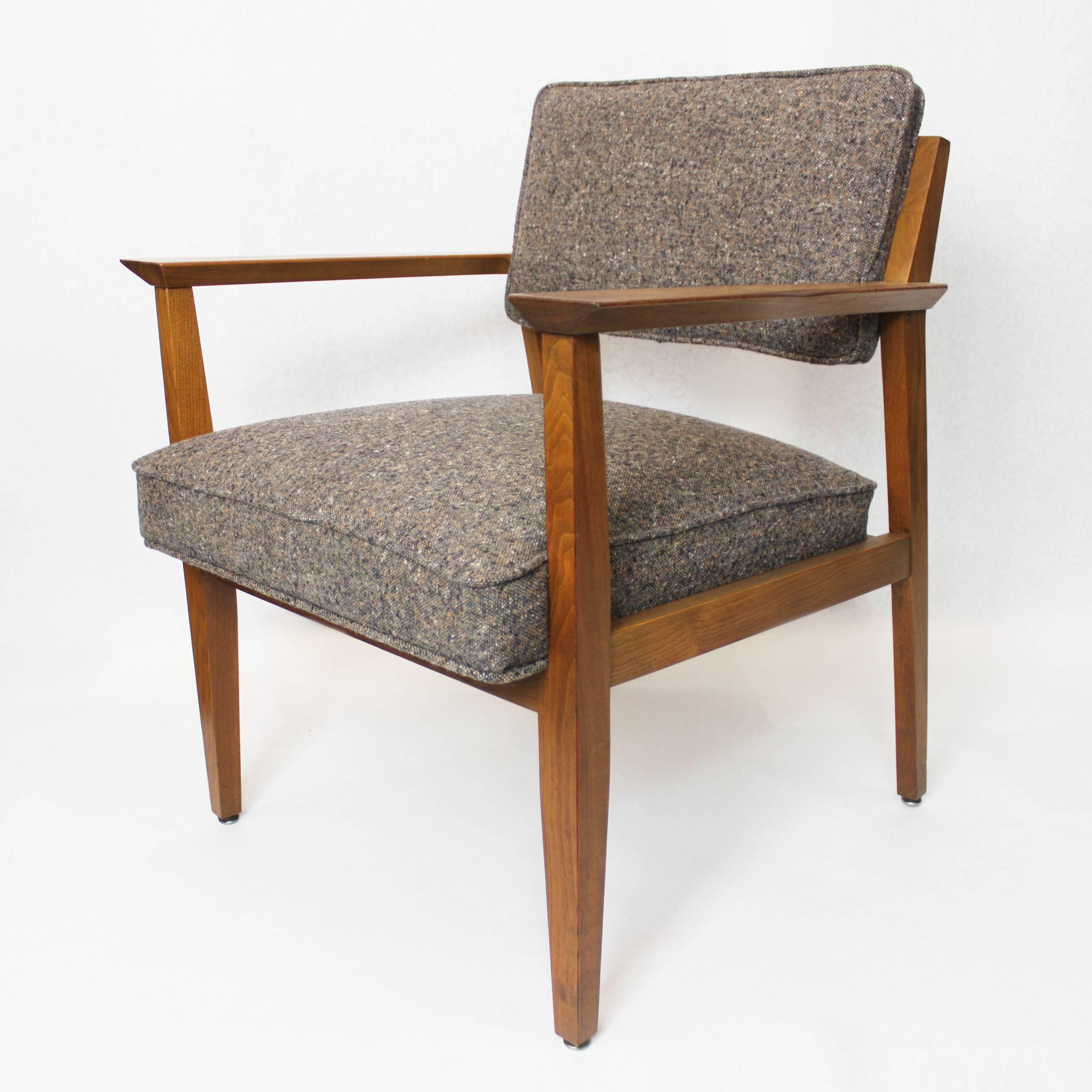 Superbe Fantastic Pair Of Mid Century Modern Walnut Lounge Chairs By Stow Davis For  Sale 1