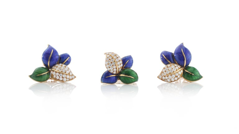 Faraone 18kt yellow gold ladies jewellery set including earrings and ring. Decorated with blue and green enamel with leaf shaped styling. Designer: Faraone Made in Italy, 2000's  Comes in original box.  Dimensions - Earring Size: 2.6 x 2.5 x 1.6
