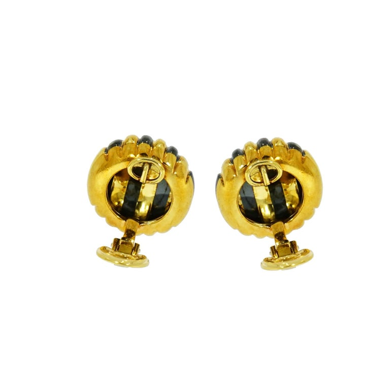 This striped Yellow Gold Non pierced Clip-on Earrings designed by Faraone. Crafted in 18k Yellow Gold, solid and superb craftsmanship. Measures 19mm in diameter and weighs 23.95 grams.