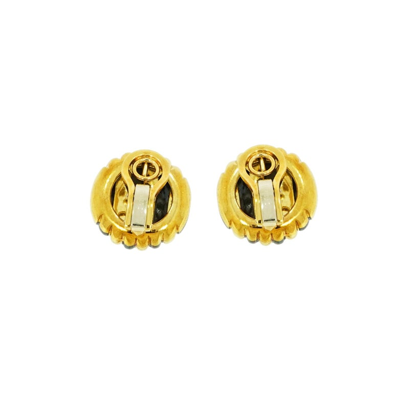 Faraone Yellow Gold Striped Non-Pierced Clip-On Earrings In Good Condition For Sale In Greenwich, CT