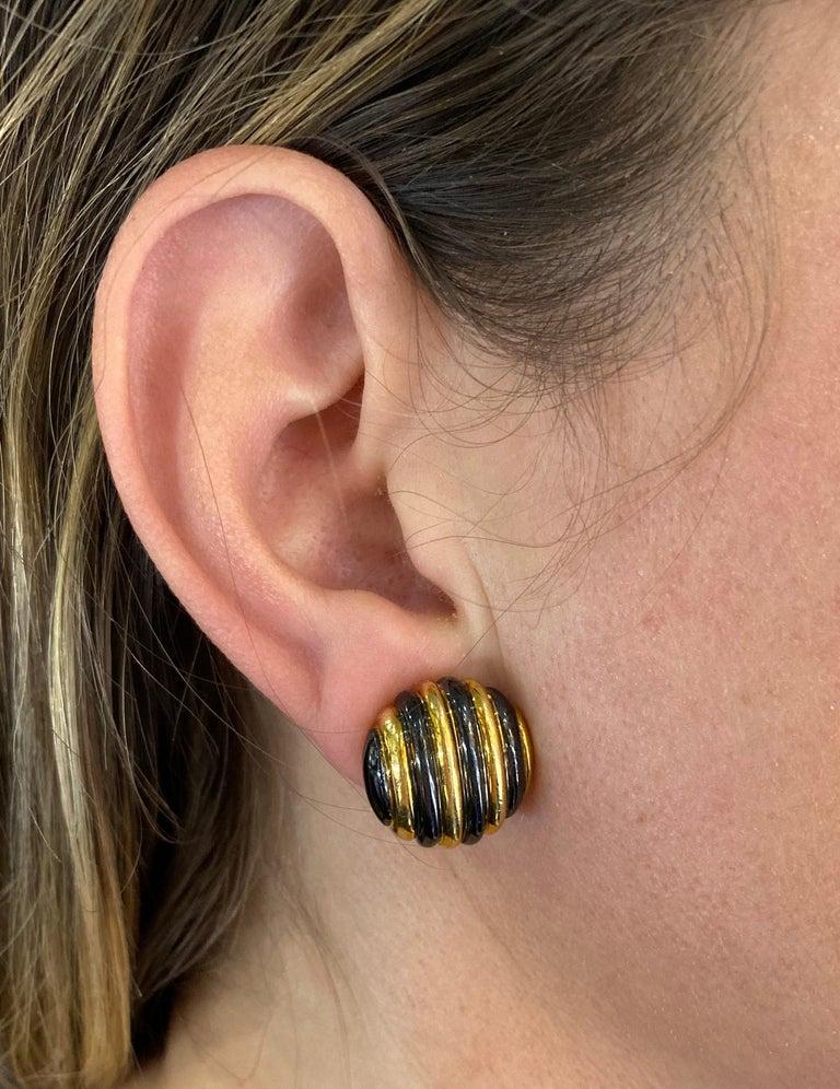 Women's Faraone Yellow Gold Striped Non-Pierced Clip-On Earrings For Sale