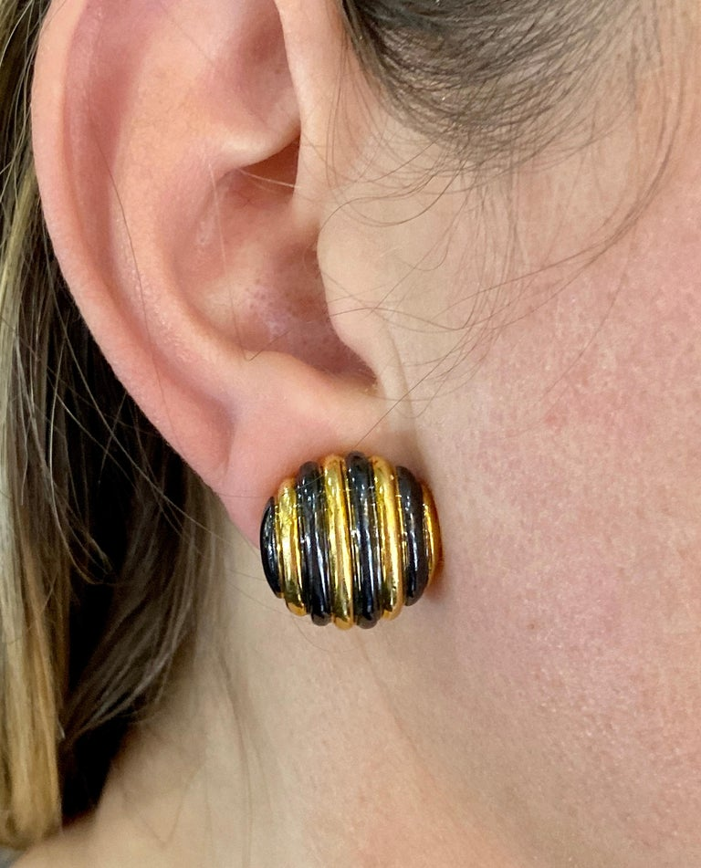 Faraone Yellow Gold Striped Non-Pierced Clip-On Earrings For Sale 1