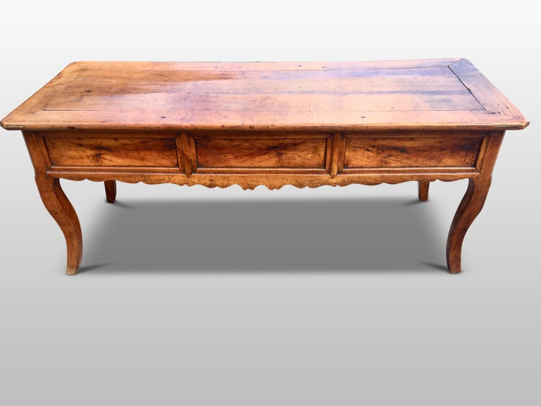 Fine quality early 19th century French dresser / serving table in cherrywood.