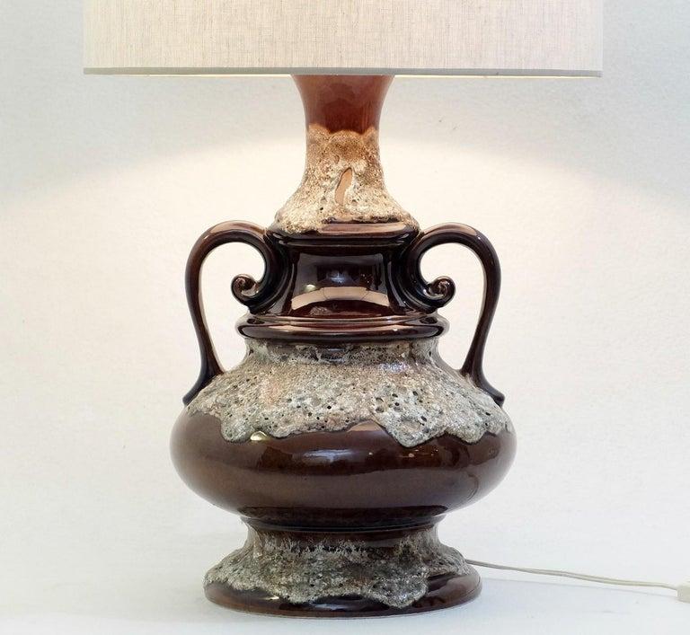 Fat lava brown ceramic table lamp.