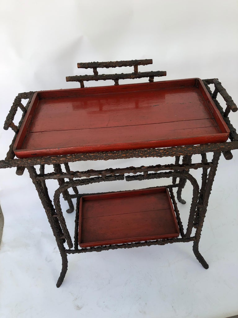 Faux Burr Root Wood Stand with Lacquer Trays In Good Condition For Sale In Hudson, NY