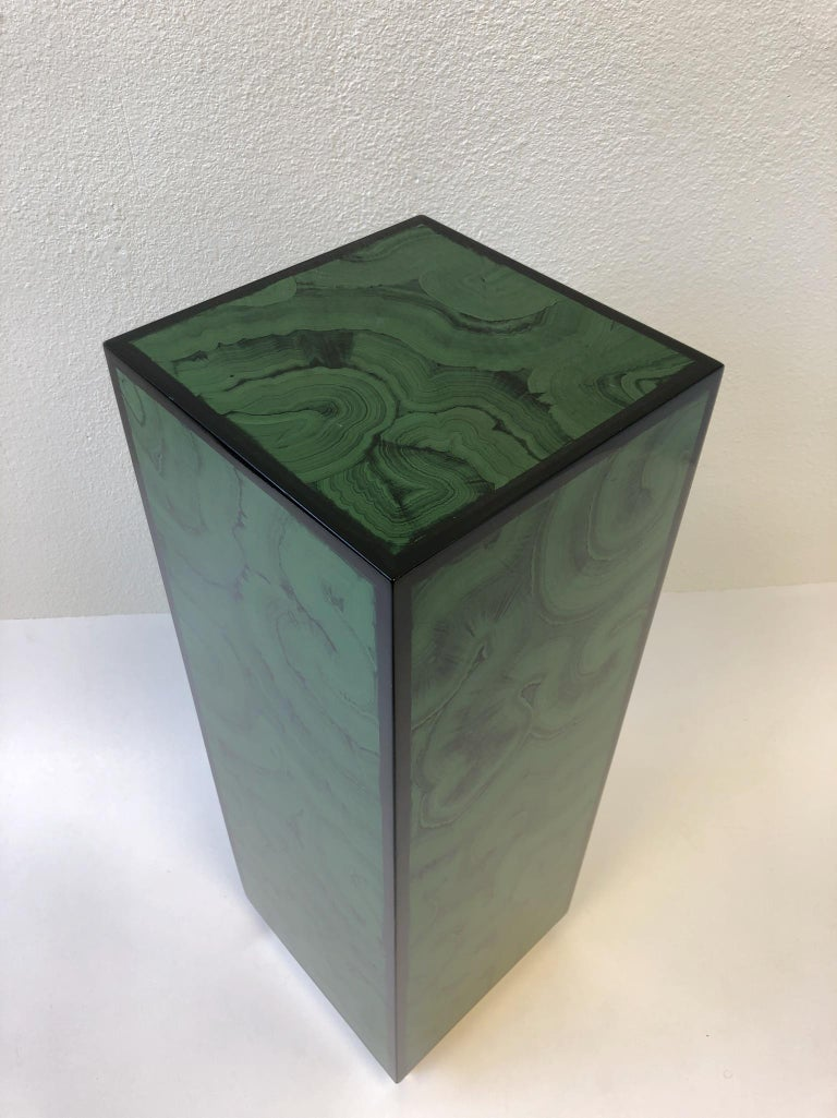 Faux Malanchite Lacquer and Brass Pedastal In Excellent Condition For Sale In Palm Springs, CA