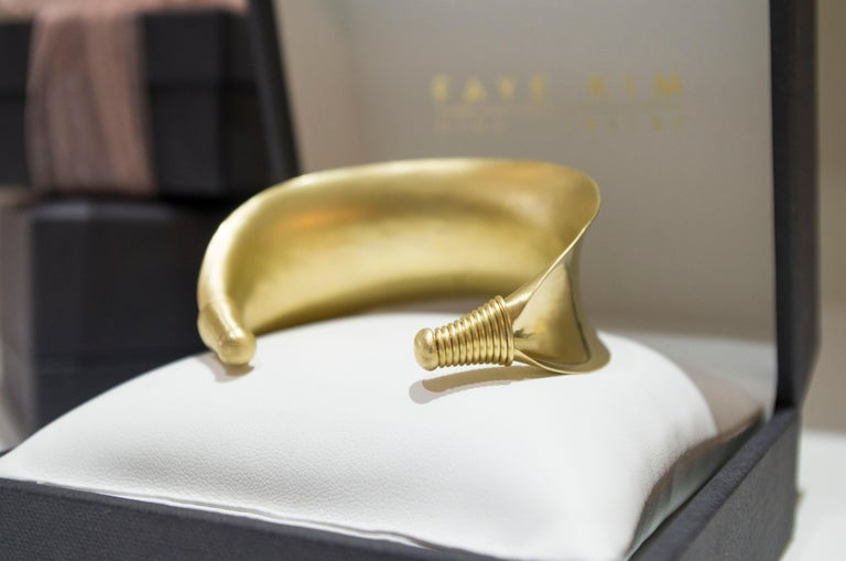 Faye Kim 18 Karat Gold Anticlastic Cuff Bracelet  In New Condition For Sale In Westport, CT