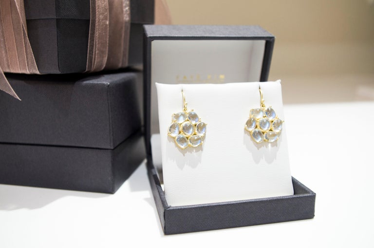 Faye Kim 18 Karat Gold Ceylon Moonstone Daisy Earrings In Excellent Condition For Sale In Westport, CT