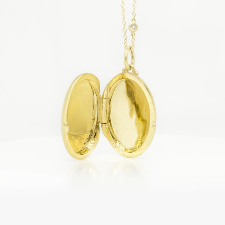 Women's Faye Kim 18 Karat Gold Large Oval Locket For Sale