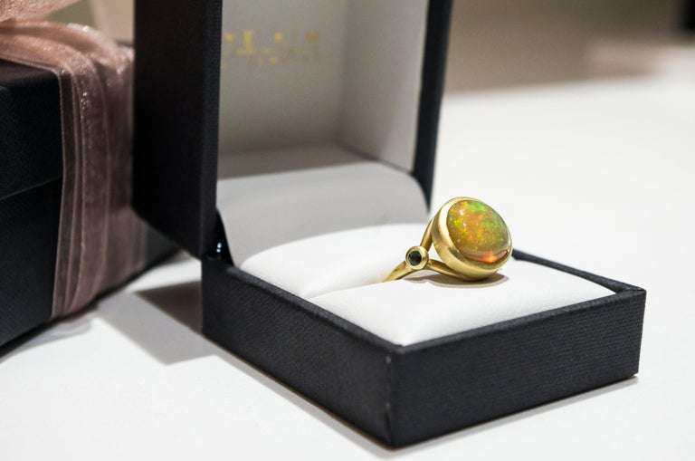Faye Kim 18 Karat Gold Mexican Opal Cabochon and Paraiba Tourmaline Ring In New Condition For Sale In Westport, CT