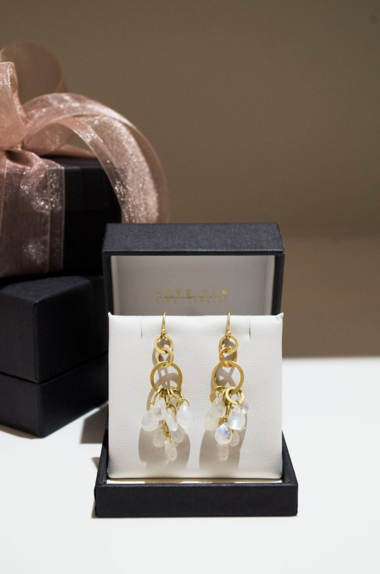 Faye Kim 18 Karat Gold Moonstone Briolette Fringe Earrings In New Condition For Sale In Westport, CT