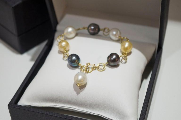 Faye Kim 18 Karat Gold Multi-Color South Sea Pearl Gold Link Bracelet For Sale 1
