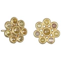 Faye Kim 18 Karat Gold Raw Diamond Daisy Earrings