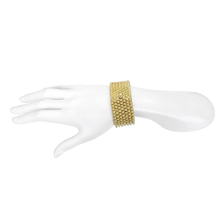 Faye Kim 18 Karat Gold Handmade Flexible Link Cuff Bracelet with Diamond Closure In New Condition For Sale In Westport, CT