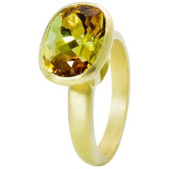 Faye Kim 18k Gold 5.54 Carat Yellow-Olive Cushion Cut Tourmaline Ring