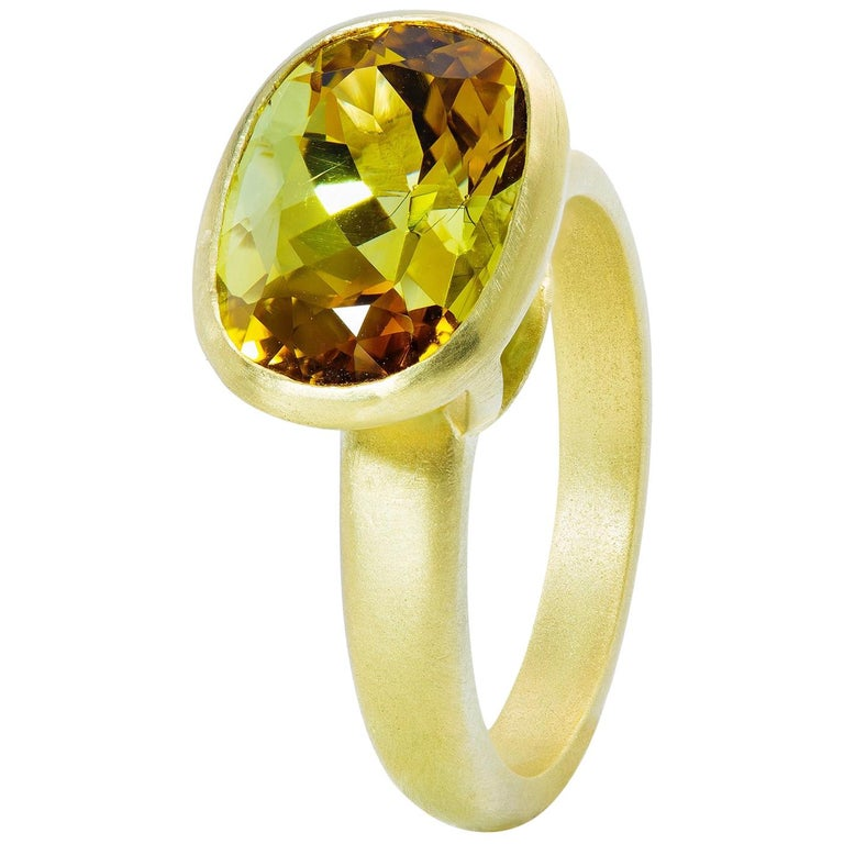 Faye Kim 18k Gold 5.54 Carat Yellow-Olive Cushion Cut Tourmaline Ring For Sale
