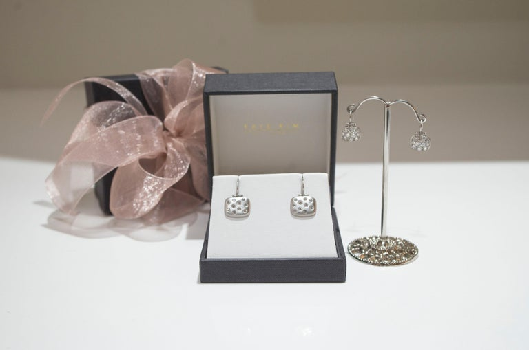 Faye Kim Platinum Micro-Pave Diamond Chiclet Earrings In New Condition For Sale In Westport, CT
