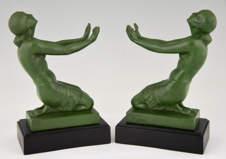 Fayral Pierre Le Faguays Art Deco Bookends with Kneeling Nudes, 1930 In Good Condition For Sale In Antwerp, BE