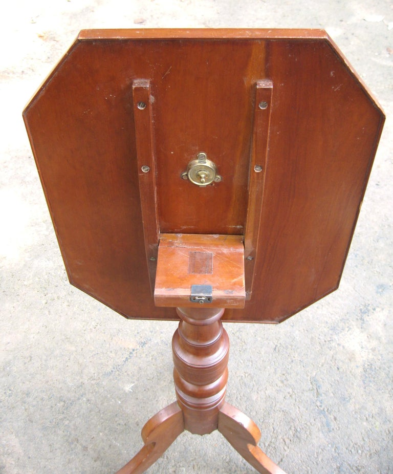 American Federal 1820s Cherry Tilt-Top Table Candle Stand For Sale