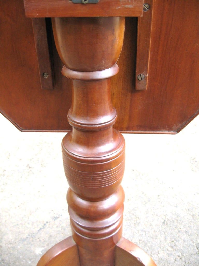19th Century Federal 1820s Cherry Tilt-Top Table Candle Stand For Sale