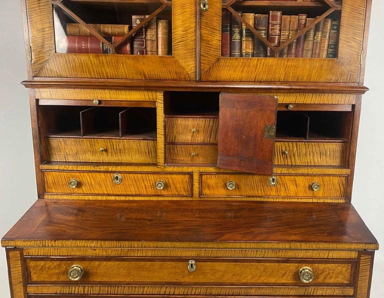 Federal Period American Tiger Maple Secretary Desk Portsmouth In Good Condition For Sale In Boulder, CO