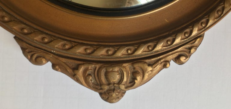 Federal Style Round Convex Giltwood Eagle Mirror In Good Condition For Sale In Lambertville, NJ
