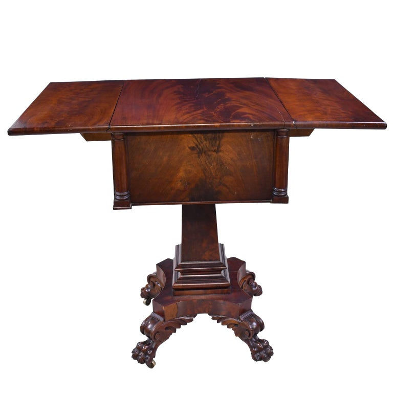 Federal Work Table in Mahogany Attributed to Isaac Vose, Boston, circa 1820 For Sale 4