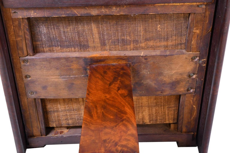 Federal Work Table in Mahogany Attributed to Isaac Vose, Boston, circa 1820 For Sale 9