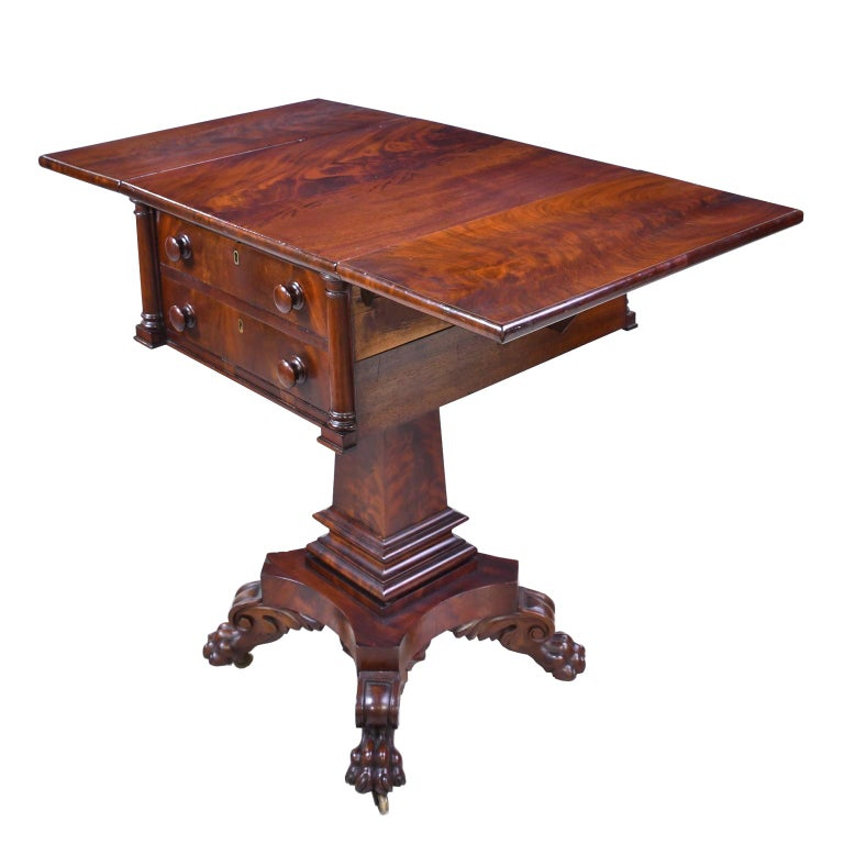 Federal Work Table in Mahogany Attributed to Isaac Vose, Boston, circa 1820 For Sale 1